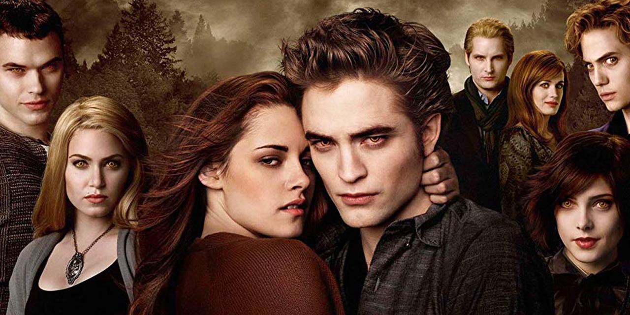 poster do filme Lua Nova, com os personagens Bella e Edward e a família Cullen.