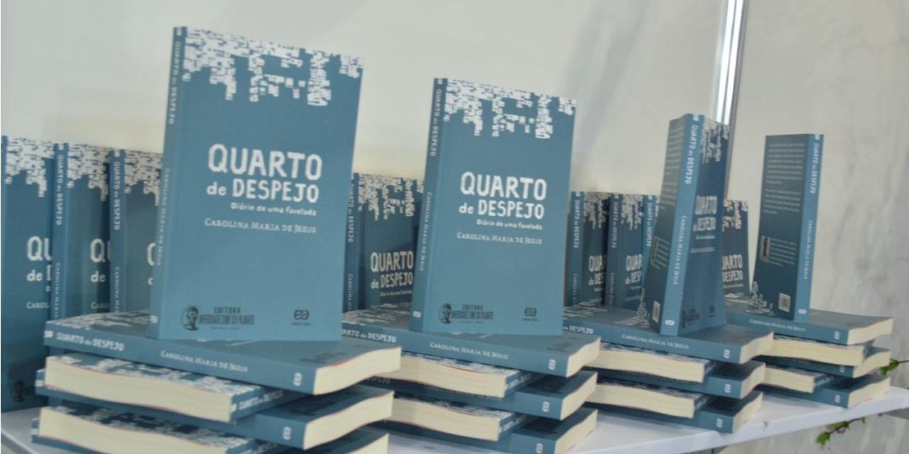 O livro Quarto de Despejo publicado pela editora Ática.