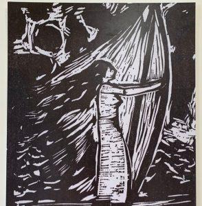 Mulher se apoiando nas cordas do barco