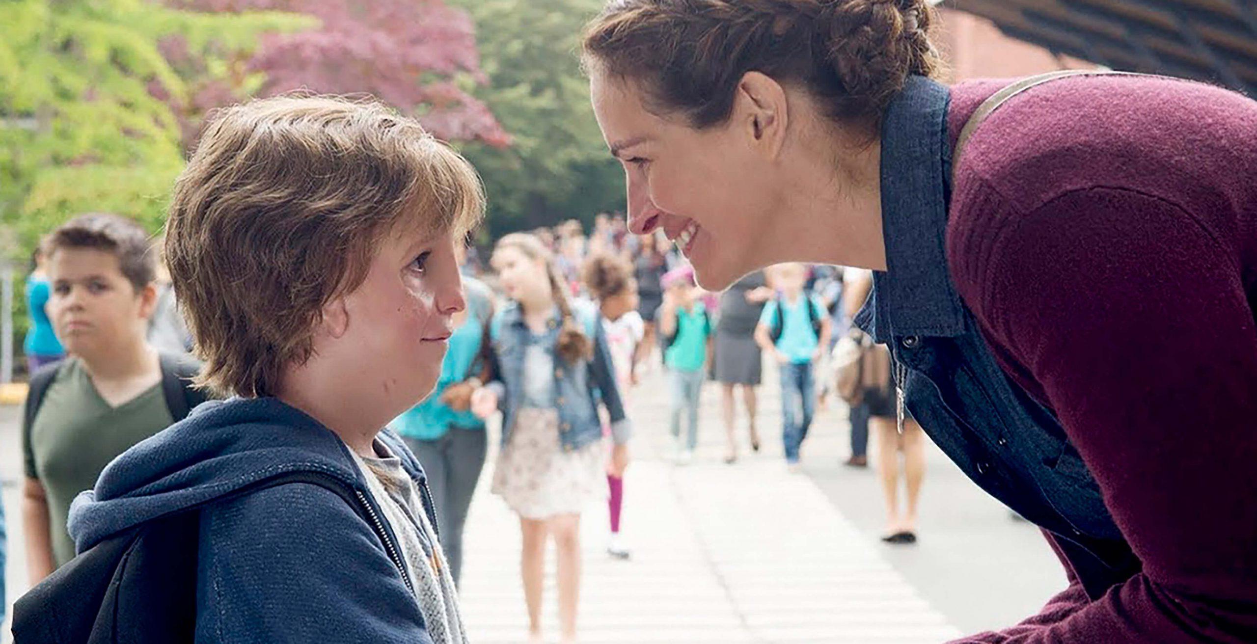 August conversando com sua mãe. Cena do filme